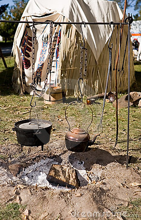 hanging-copper-kettle-iron-pot-1454558